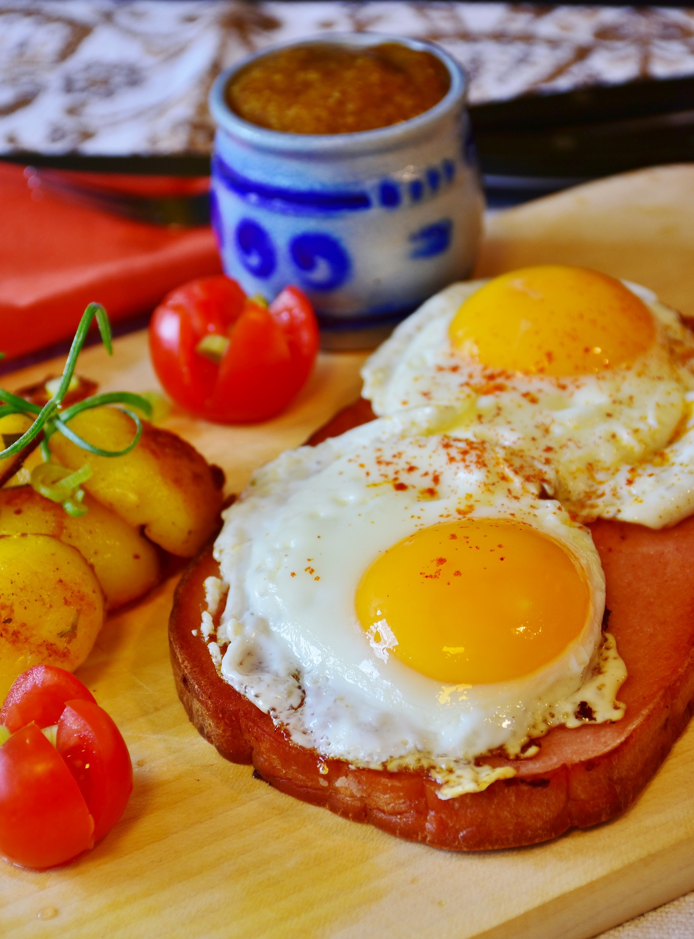 Fried eggs by RitaE from Pixabay